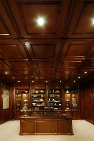 Потолок из дерева фото