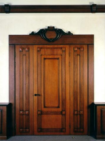 Двери из массива на заказ